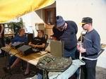 Bachtel Walti erklärt hier CH-Walti wie man das alte Militärgerät auch Blind bedienen kann.